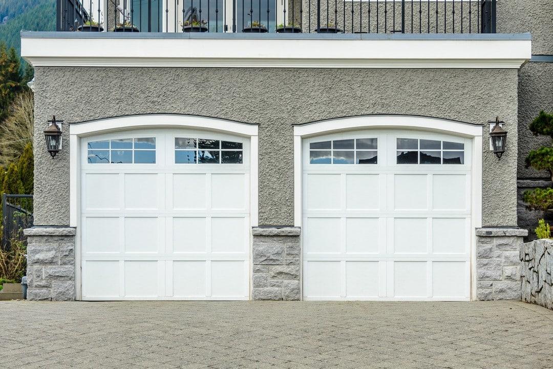 Porte de garage vue extérieur