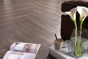 carrelage imitation bois dans un salon design