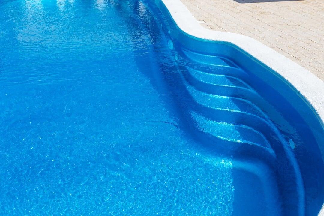 Une coque de piscine