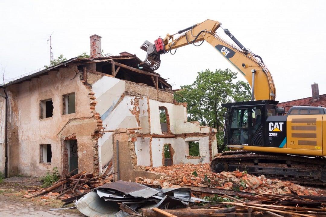 Quelle démarche pour démolir une maison ancienne ?